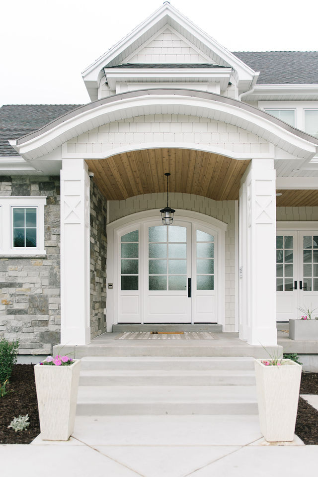 exterior_Lighting_important_Front_entry_porch_with_pendant_Lighting